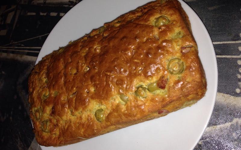 Cake aux olives jambon noix