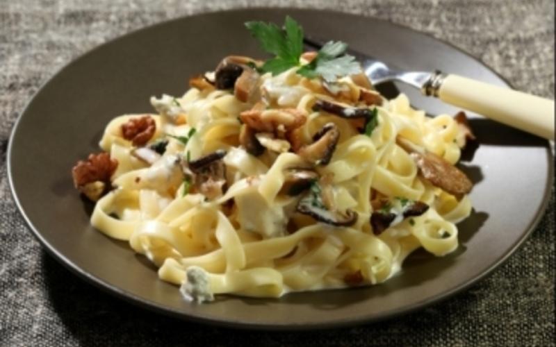 Tagliatelles gorgonzola, champignons et noix