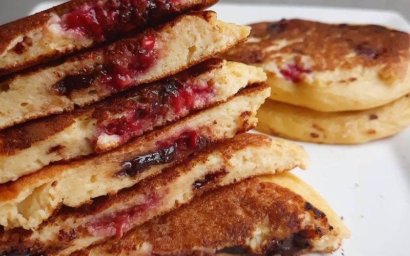Pancakes fourrés framboises et chocolat