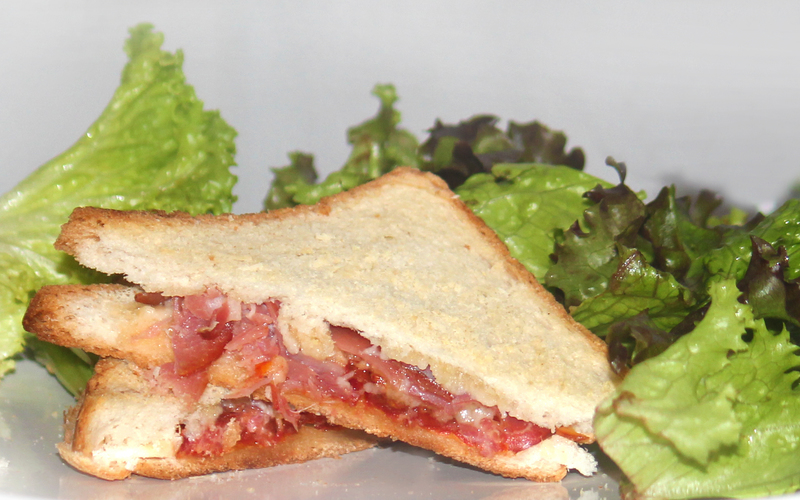 Sandwich au tartare et jambon cru