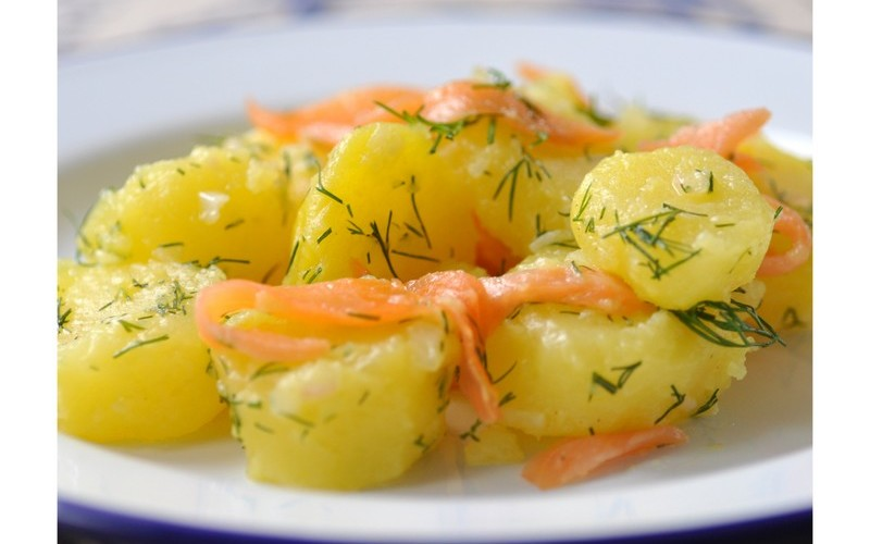 Salade de patates, truite fumée et fromage!