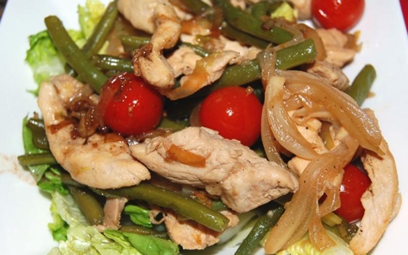 Salade tiède de poulet aux haricots verts