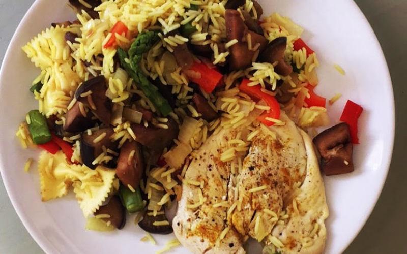 Poulet, riz, légumes et curry