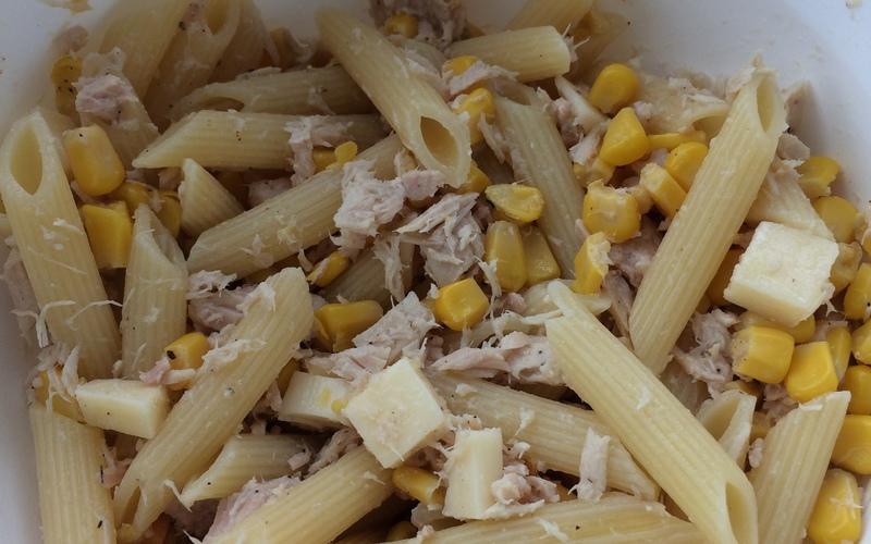 Salade de pâtes thon/maïs/gouda