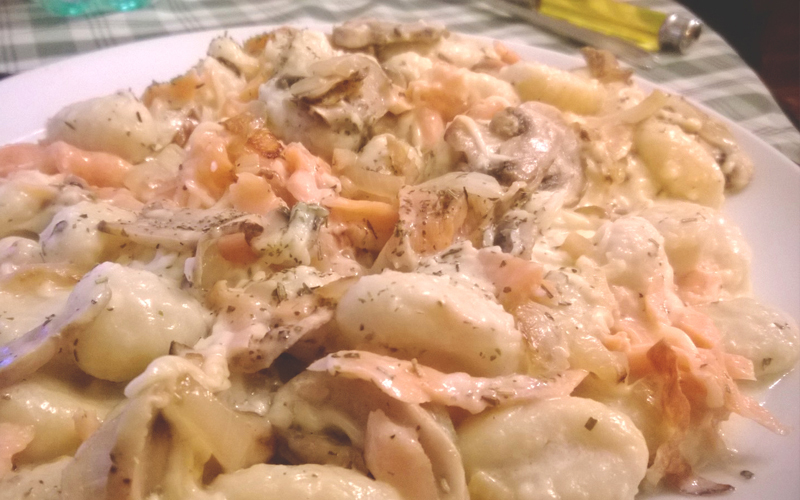 Gnocchis au saumon et aux champignons