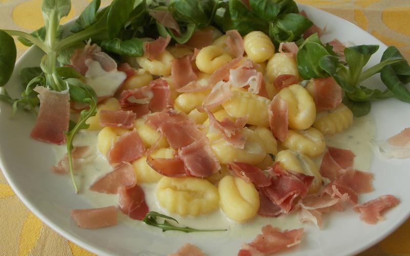 Gnocchis sauce Roquefort et jambon cru