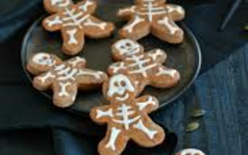Petits biscuits en forme de squelette