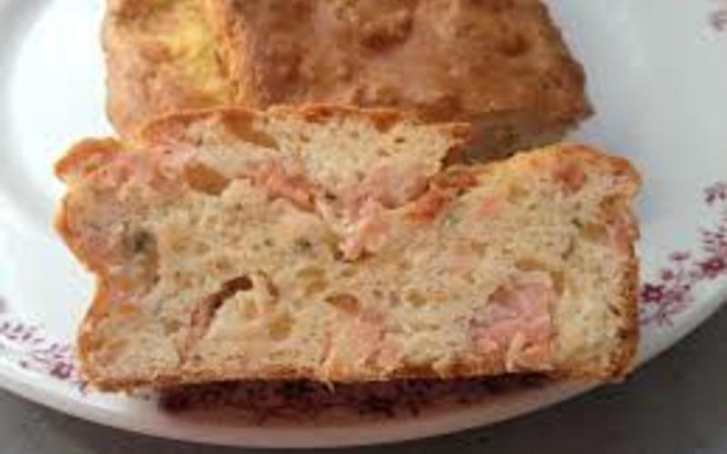 cake au saumon  ( facile , rapide et hyper bon!)