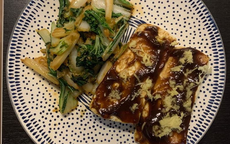 Tofu et pok choi au gingembre