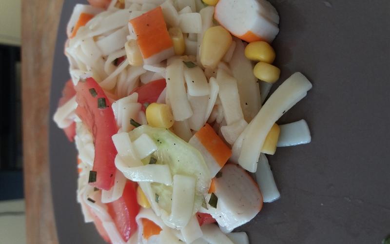 Salade aux pâtes et surimi