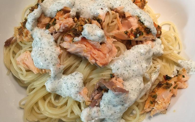 Spaghettis au saumon en croûte d'épices