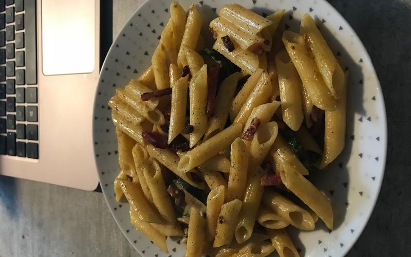 Curry de penne aux lardons et poulet