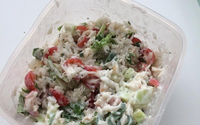 recette salade de riz la grecque conomique et rapide cuisine tudiant. Black Bedroom Furniture Sets. Home Design Ideas