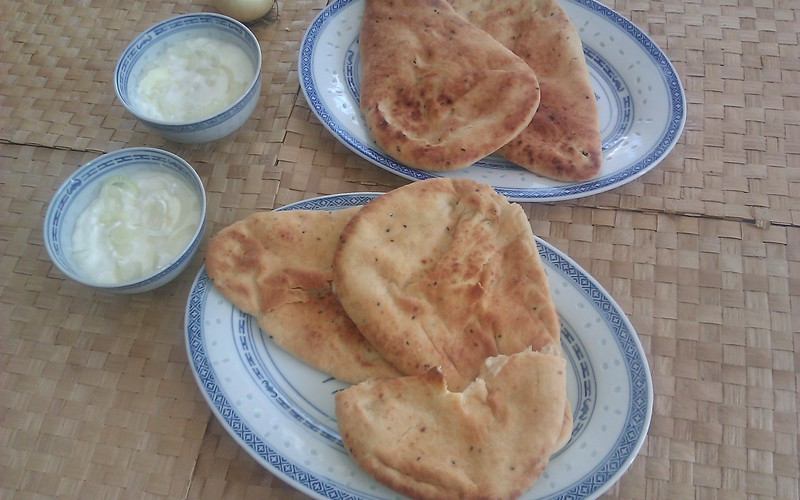 Naans au fromage, sauce yaourt