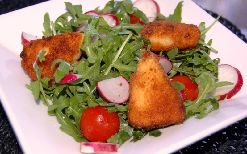 Salade et camembert frit