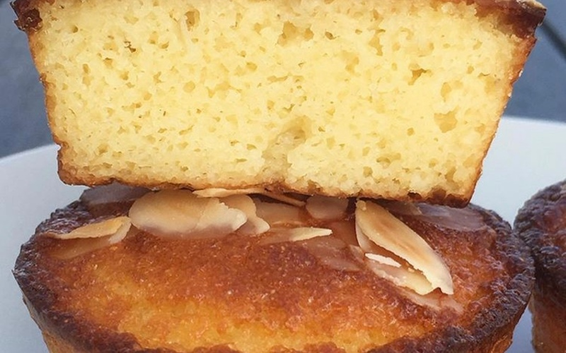 Minis gâteaux de semoule chocolat blanc-amandes