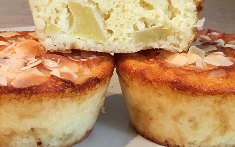 Petits gâteaux de semoule légers pommes-amandes