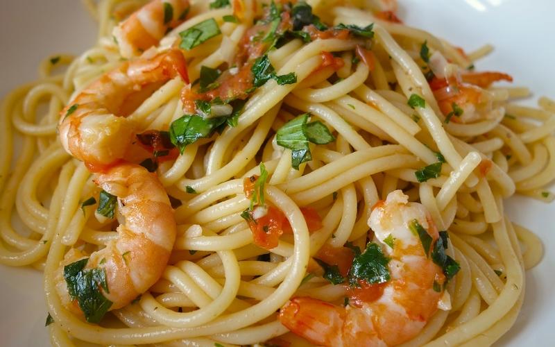 Spaghettis aux crevettes & à l'ail
