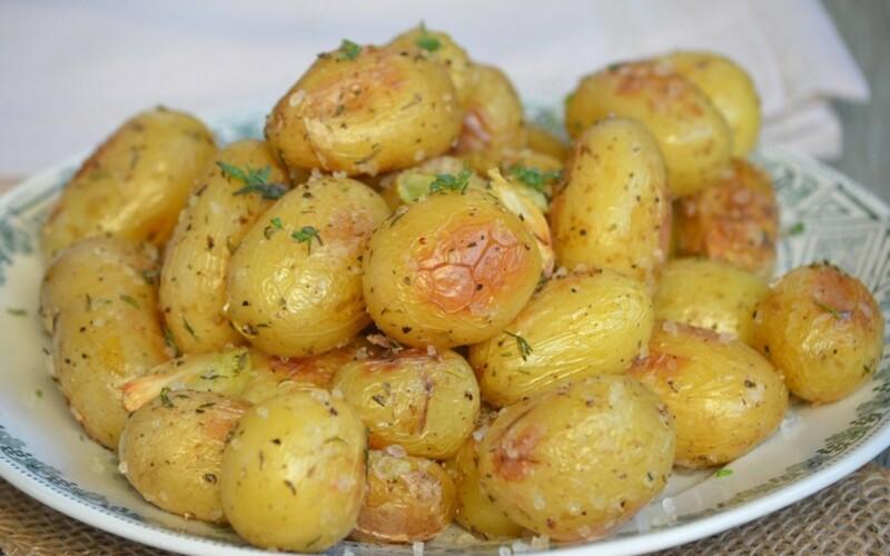 Pommes de terre au four au thym et au romarin