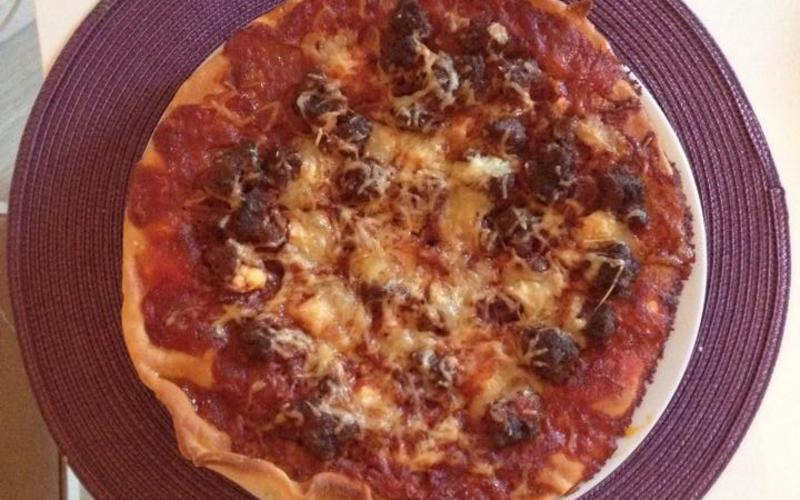 Pizza à la viande de bœuf hachée
