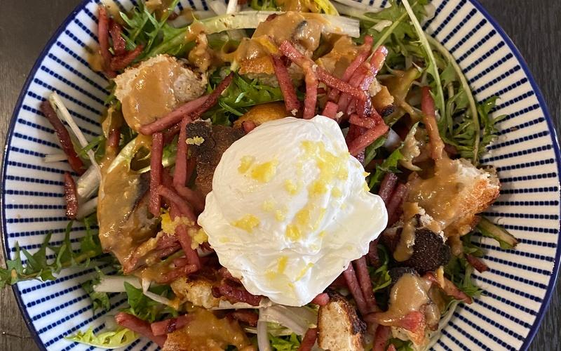 Salade de pissenlits et son œuf poché
