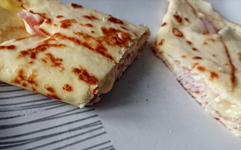 Crêpe omelette au bacon et aux deux fromages