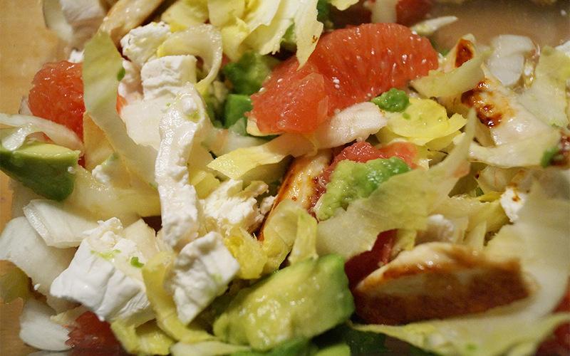 Salade de poulet, avocat et pamplemousse