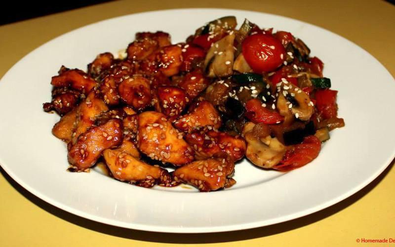 Poulet caramélisé au sésame & légumes sauce soja