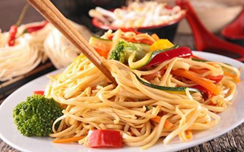 Nouilles chinoise, poulet et ptits légumes