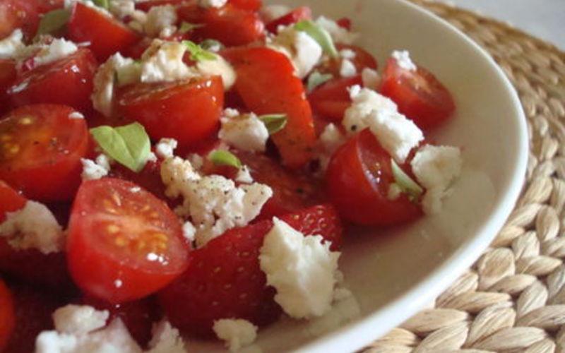 Salade tomates, basilic et mozzarella