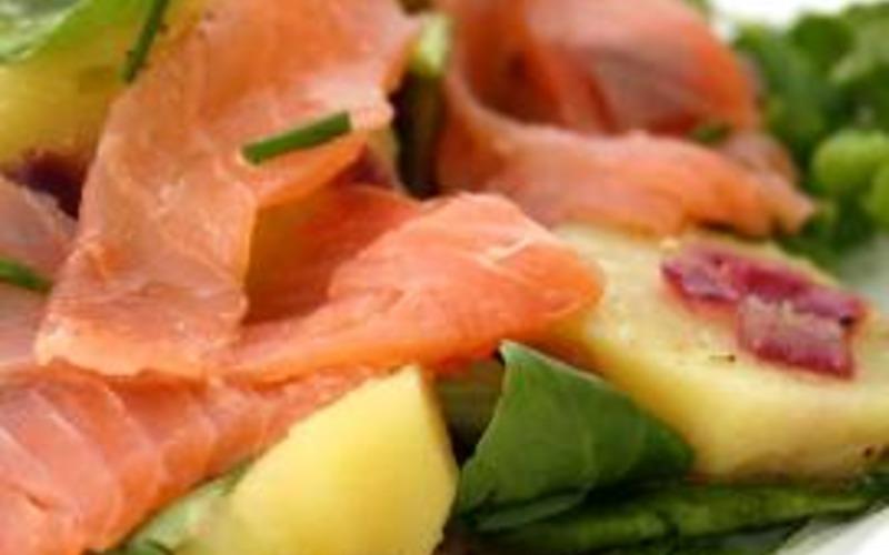 Salade pommes de terre et saumon fumé