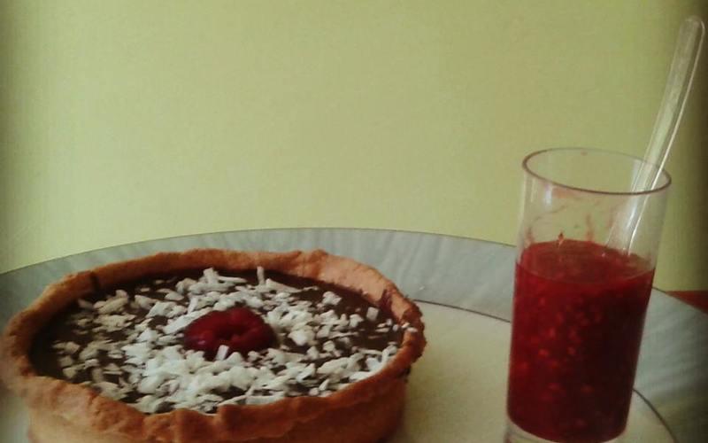 Tartelette au chocolat, coulis de framboises