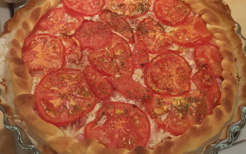Tarte tomate saucisson à l'ail et moutarde