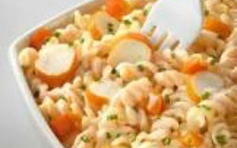 salade de pâtes et surimi du placard