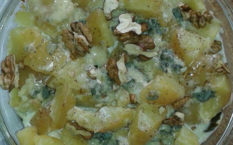 Pommes de terre, poireaux, crème et roquefort