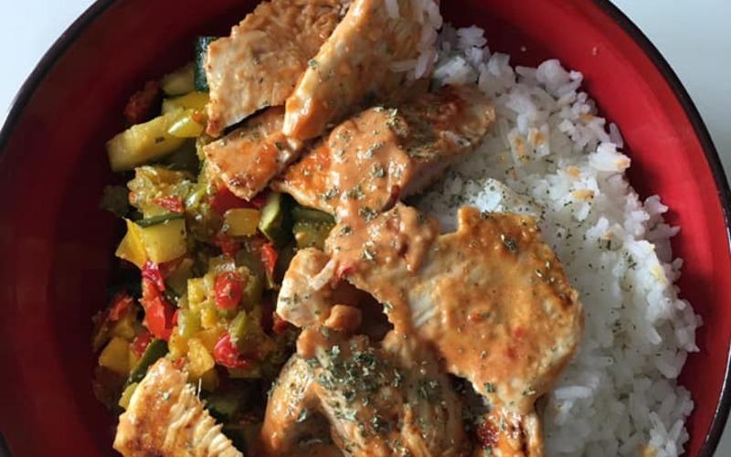 Dinde marinée, riz, légumes