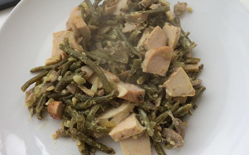 Poêlée d'haricots verts, champignons et poulet