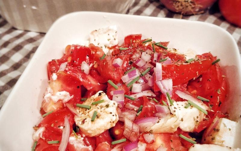 Salade tomates mozza et chèvre frais
