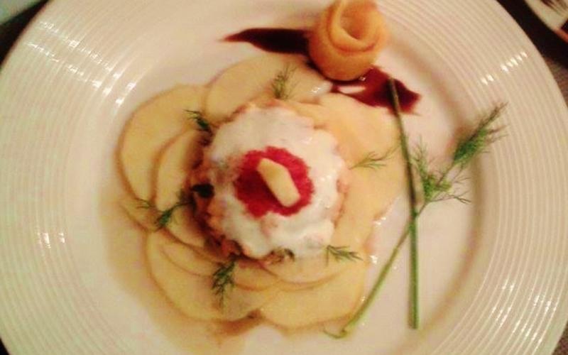 Tartare de saumon et sa rosace de pommes